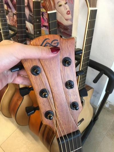 Đàn Guitar Đen Bóng AC310