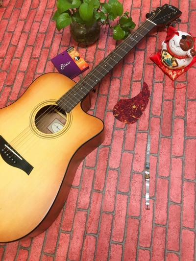 Đàn Guitar Rosen G15 màu vàng