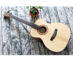 Guitar Ân OM70